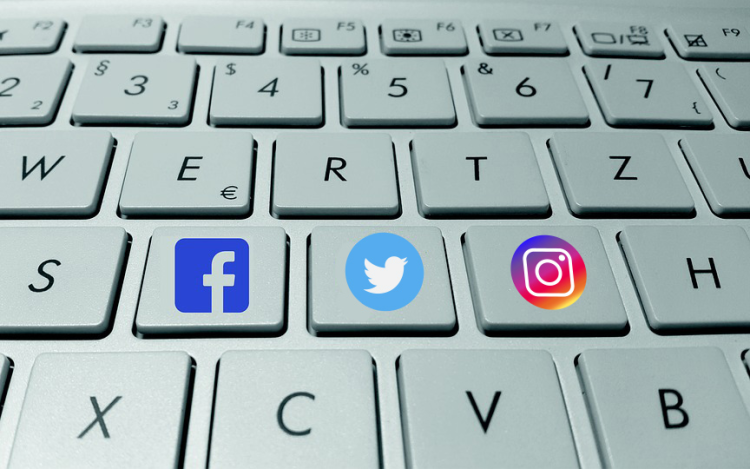 social media keyboard facebook twitter instagram